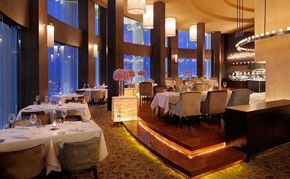 مطعم ميزالونا بانكوك Mezzaluna Restaurant