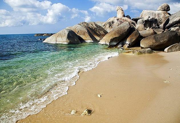 التشكيلات الصخرية العجيبة في جزيرة كوه سامواي