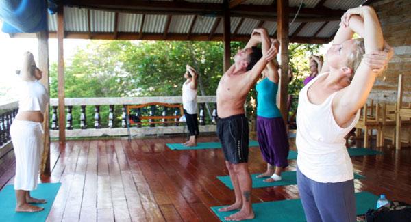 دروس اليوغا في الجزيرة