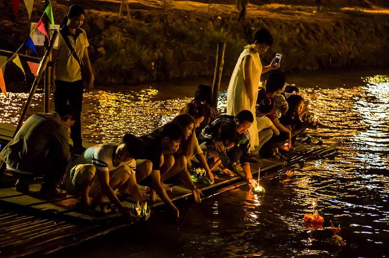 مهرجان لوي كراثونغ- Loy Krathong- المهرجانات التايلندية
