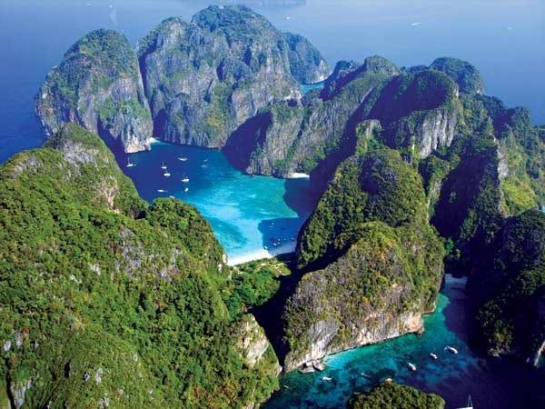 التشكيلات الصخرية و المياه الفيروزية النقية في جزيرة كوه بي بي